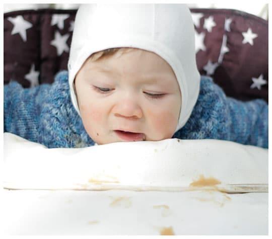 Vaapero syö sosepussia ilman imukorkkia