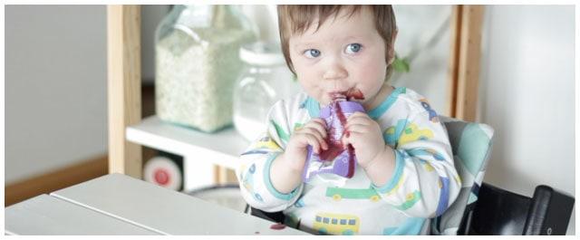 vauva syö välipalapussia ilman imukorkkia